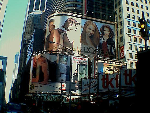 Gigantische billboard voor L'Oreal op Times Square New York